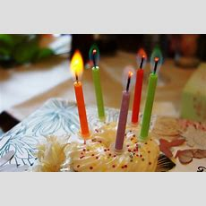Kuchen Und Kerzen  Lizenzfreie Fotos  Bilder Kostenlos