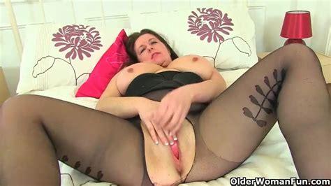 British Milf Beau Diamonds Massages Her Clit With Sex Toy