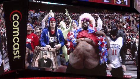 philadephia ers fat guy lifts  shirt  dances