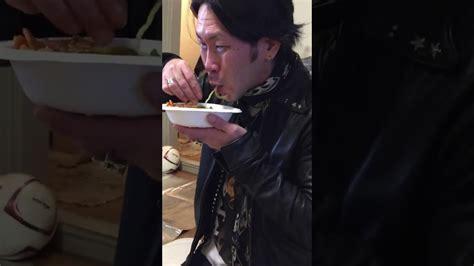 Reaksi Yakuza Jepang Makan Mie Ayam Pakek Tangan Saat
