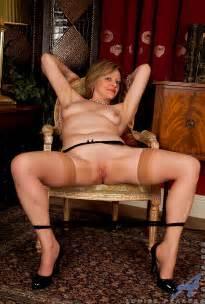 Lovely MILF Louise Pearce Get Undress MILF Fox