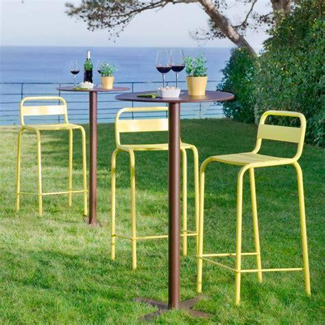 chaise de bar exterieur 31 idées déco de mobilier de salon de jardin