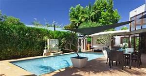 mur vegetal palissade et pare vue pour une piscine a l With comment amenager sa piscine 3 abord piscine bois et autres materiaux photos d