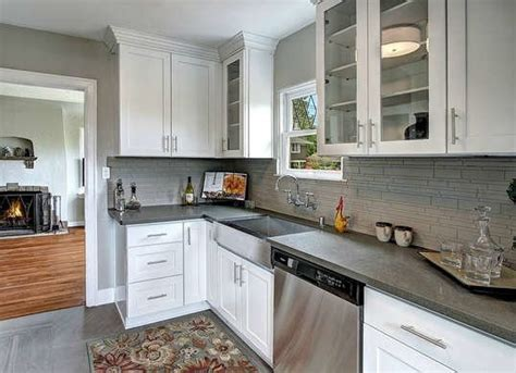 crown moulding above kitchen cabinets crown molding cabinets crown molding ideas 10 ways to 8513
