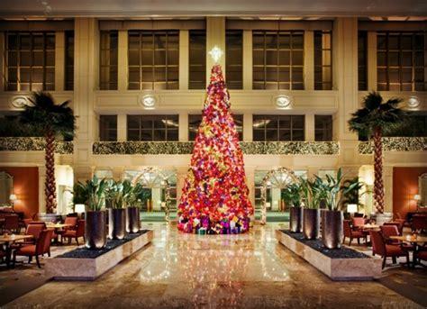 photo essay sparkling hotel lobbies decked   christmas