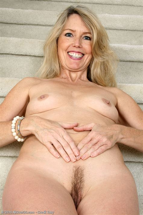 Blonde MILF Ginger B spreads her ass cheeks - Pichunter