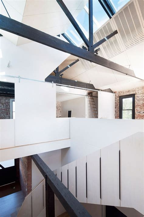 Water Factory: Extended Family House Takes Shape Inside