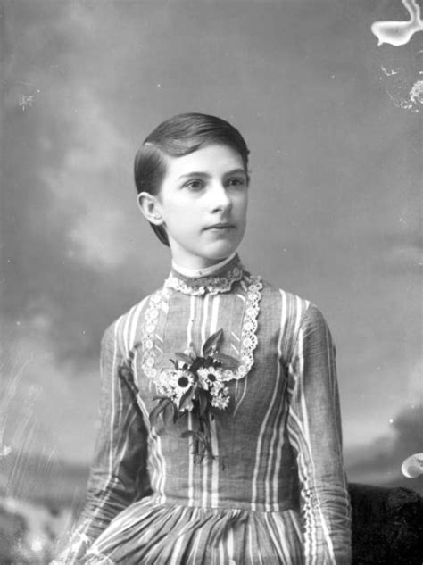 short victorian hairstyles cut due to illness or fashion whatever reasons here are