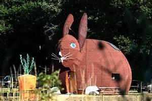 La Boutique Insolite : la maison lapin dormez dans un h bergement insolite dans la vienne ~ Melissatoandfro.com Idées de Décoration