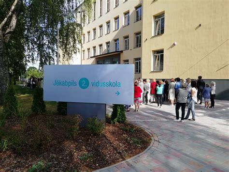 Tikko pēc pārbūves atklātajā Jēkabpils 2. vidusskolā ...