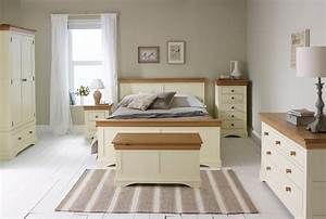 Country Cottage - Natural Oak Painted Bedroom - Country