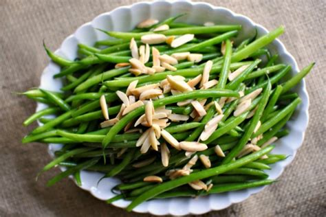 simply scratch simple garlicky green bean almondine