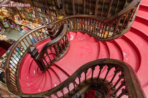 libreria bracciano la famosa scala della libreria lello a porto foto
