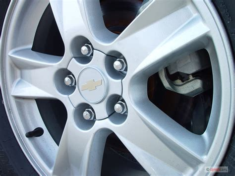 image 2005 chevrolet malibu maxx 4 door sedan ls wheel