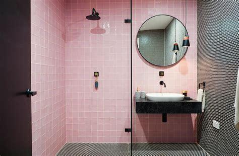 la vie en rose une salle de bain rose