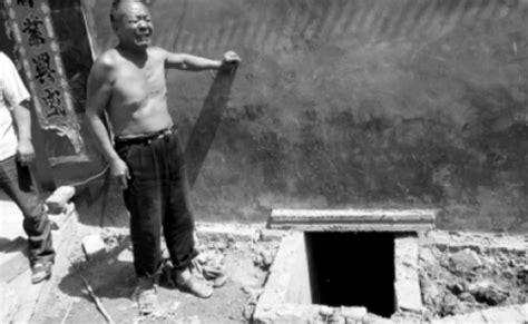 deux chinois meurent en tentant de sauver un smartphone 233 dans les toilettes geeko