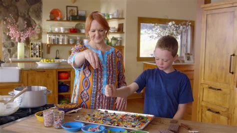 kids   kitchen  pioneer woman