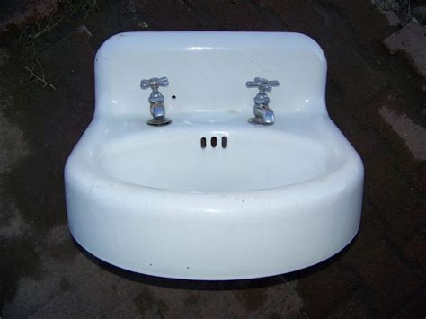 enamel cast iron farmhouse sink 17 best images about cast iron tubs metal enamel
