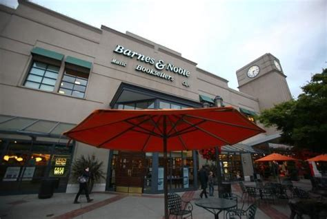 Barnes & Noble Closing At U-village; Who's Moving In
