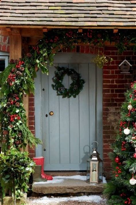 Modern Country Style Twelve Christmas Front Door Ideas