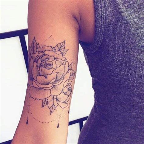 Tatouage De Femme  Tatouage Rose Dotwork Sur Bras