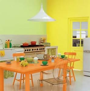 Deco Mur Cuisine : cuisine couleur peinture orange et jaune ~ Teatrodelosmanantiales.com Idées de Décoration