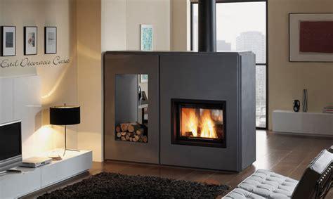 insert muni d un foyer fonctionnant au bois de chauffage avec vue du feu sur 2 faces