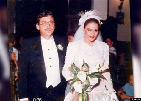 year  sofia vergaras wedding pics prove  doesnt