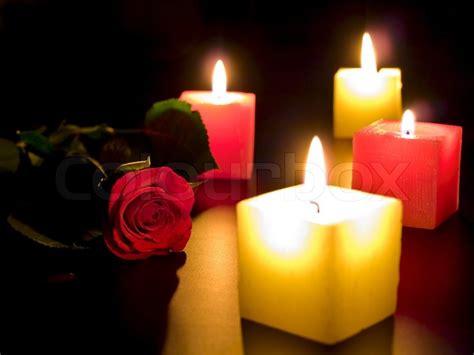 Candele Rosa by Rote Mit Vier Kerzen In Der Nacht Stockfoto Colourbox