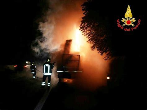 cronaca www cinquerighe it vv f autocarro in fiamme