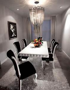 Salle a manger grise la teinte passe partout for Meuble salle À manger avec chaise blanche et noir