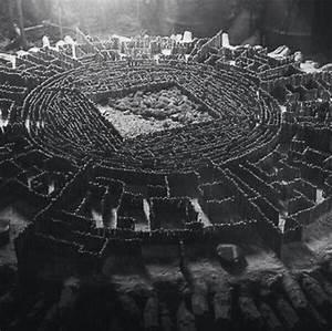 The Map Room in The Maze Runner movie | The Maze Runner ...