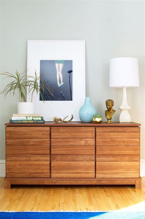 How To Decorate A Credenza by How To Two Ways To Style A Modern Credenza Eye