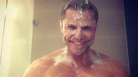 erneutes nackedei foto duscht paul janke hier allein
