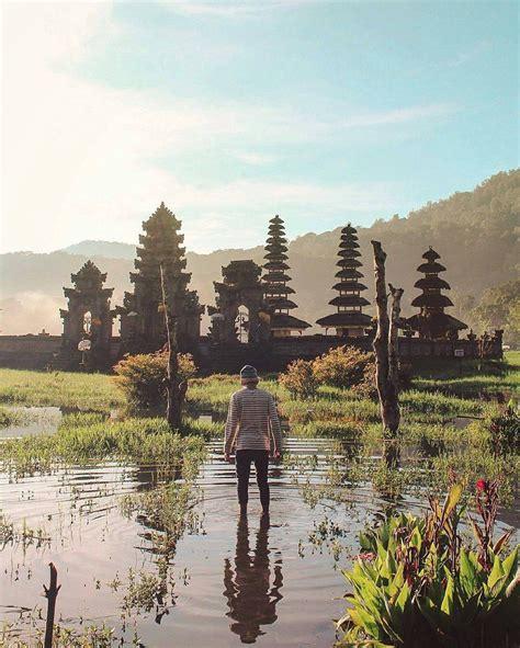 iconic place  bali tamblingan lake indonesia