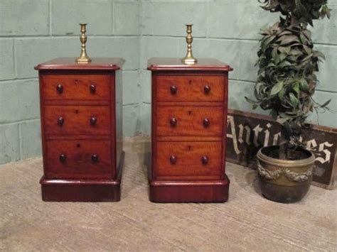 mahogany bedside table antique pair mahogany bedside chest of drawers 3943