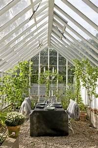 Gartenhaus Gemütlich Einrichten : holz wintergarten einrichten m bel bauten mit satteldach sitzgelegenheiten glashaus ~ Orissabook.com Haus und Dekorationen