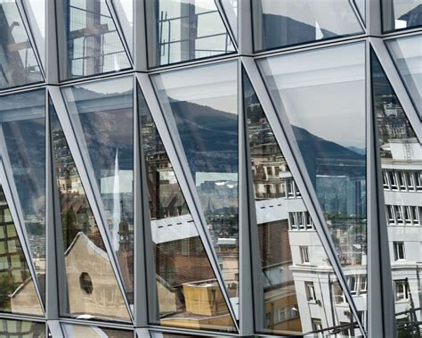 The innovative Closed Cavity Facade system (developed for