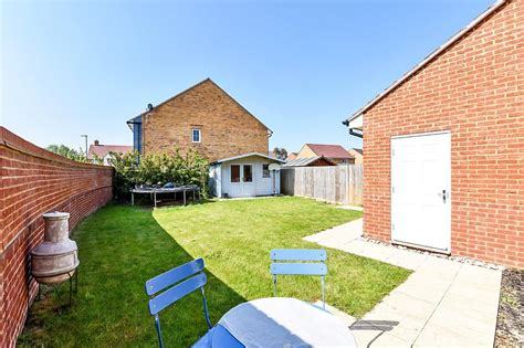 property  sale west wittering  turnstone close