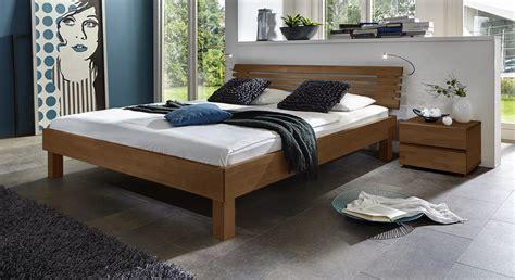 schlafzimmer doppelbett edles doppelbett aus massivholz in buche livenza betten de