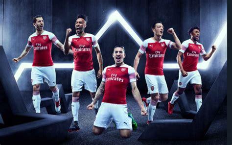 arsenal fans fume   arsenal kit unveiled