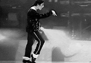 15 Awesome Michael Jackson GIFs for the King of Pop's Birthday