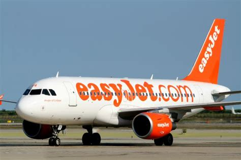 siege avion easyjet billet d 39 avion easyjet lance sa vente flash de la