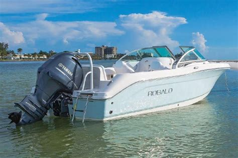 Robalo Boats R207 by 2018 Robalo R207 Dual Console