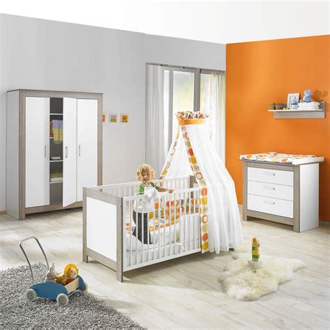 image chambre bebe chambre bébé trio marléne armoire 3 portes cérusé blanc de geuther sur allobébé