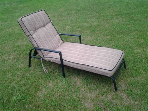 metal frame black chaise lounge chair with cushion
