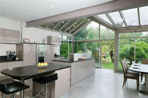 cuisine veranda la cuisine s ouvre sur le jardin le d 39 arthur bonnet