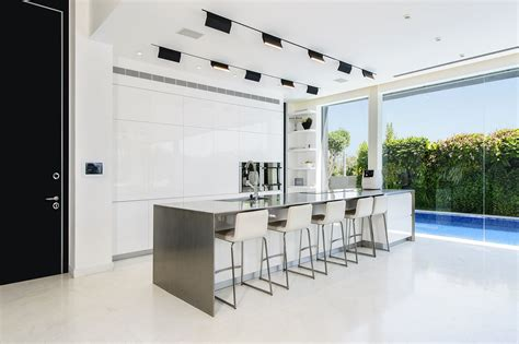 Kitchen Photo Backdrop by White Kitchen Cabinets The Backdrop For A Chic Decor
