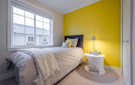 warna cat kamar tidur sempit kuning abu abu ide kamar