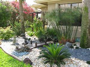 Small front yard landscape design for Florida landscape design ideas